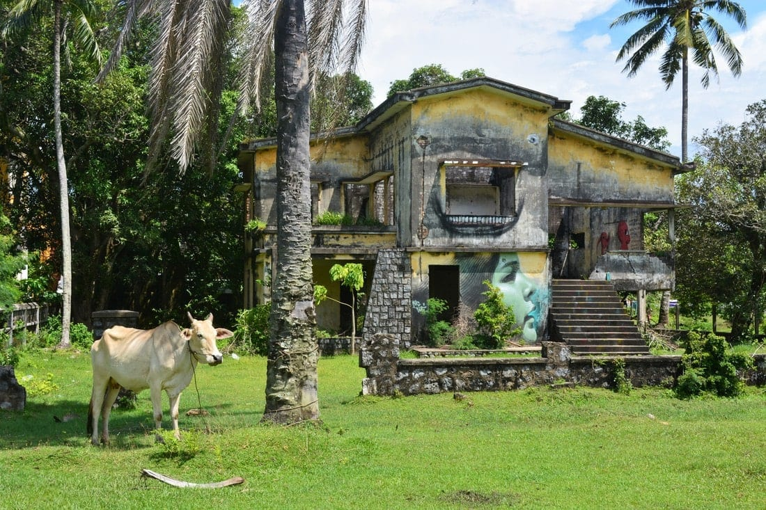 The Ghost Villas of Kep - Architecture Lost in Time 11