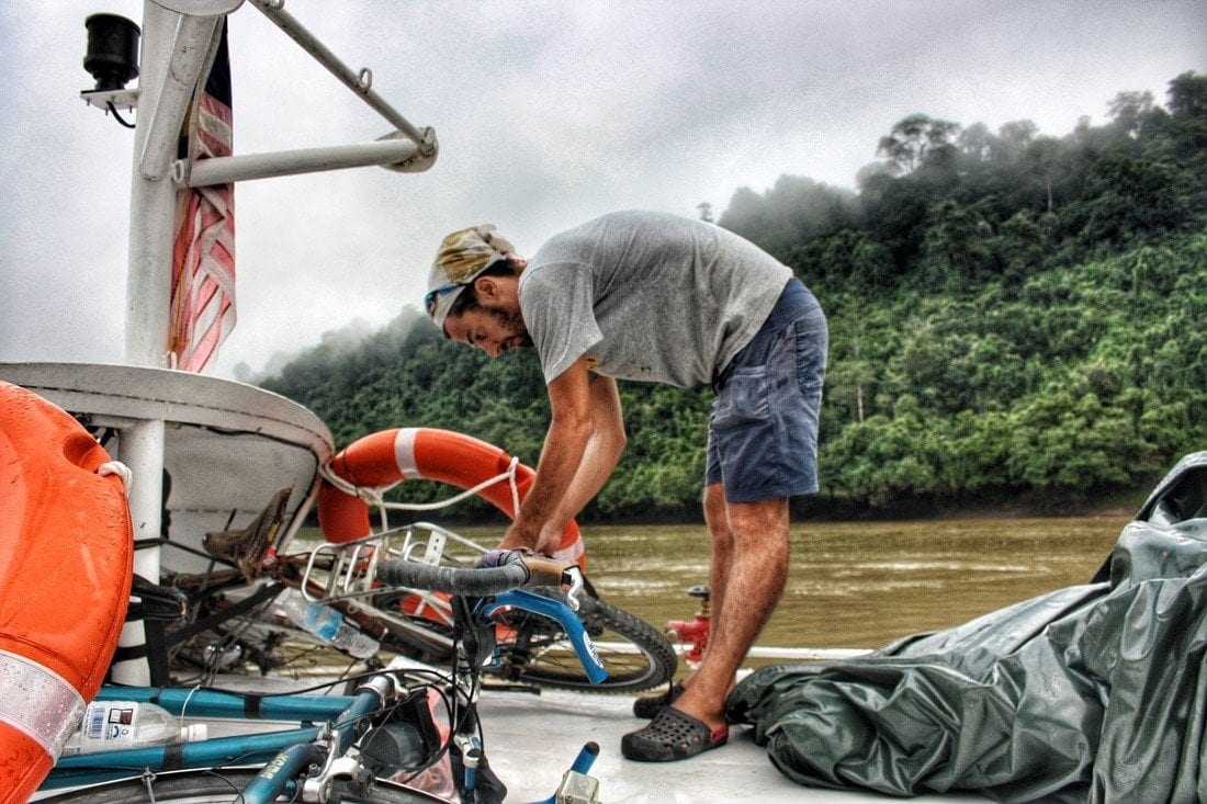 cheap ferry cruise in Borneo from Belaga to Kapit and Sibu