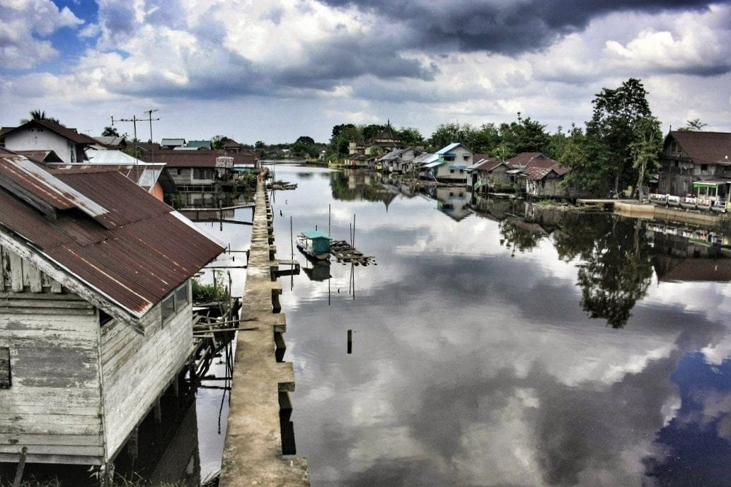 floating-houses-of-sambas-west-kalimantan-indonesia