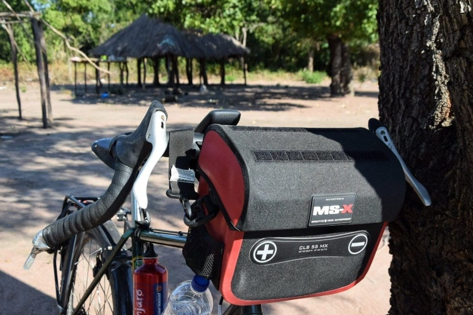 19 Best Bike Handlebar Bags in 2021 - For Bicycle Touring and Bikepacking Compared 16